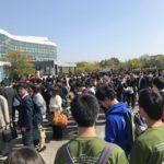 混み合う入学式会場